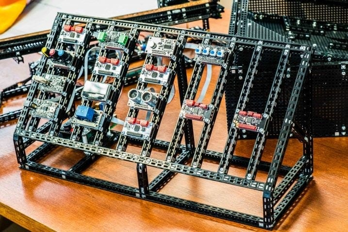Makers Dilemma: prototyping Electronics together with Mechanics